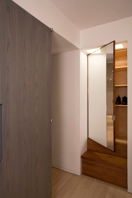 Contemporary Closet by Glickman Schlesinger Architects