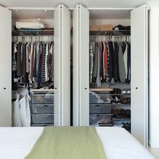 Contemporary Closet by ras-a, inc.