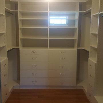9x10 ft Walk-in Closet