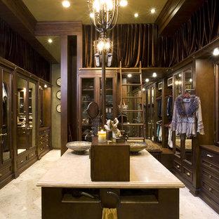 Inredning av en klassisk garderob