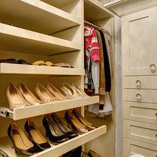 Traditional Closet by A Divine Closet