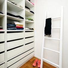 Contemporary Closet by Moshi Gitelis - Photographer