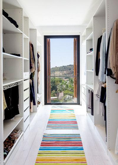 Modern Wardrobe by 08023 · Architects
