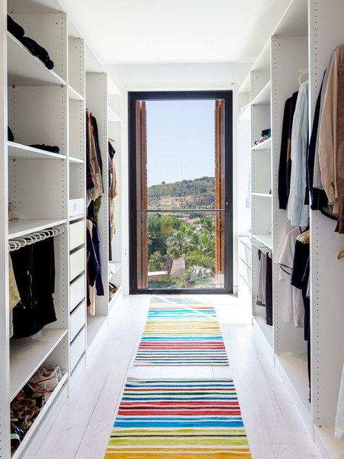 modelo de armario vestidor unisex minimalista de tamao medio con armarios abiertos