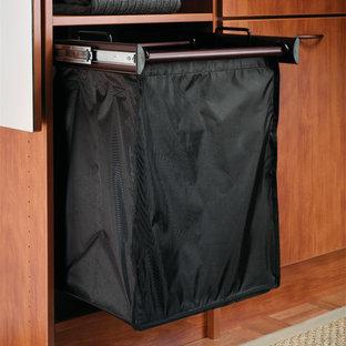 Ejemplo de armario y vestidor unisex moderno