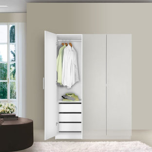 Example of a trendy closet design in New York