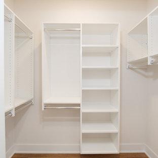 Ispirazione per una cabina armadio unisex minimal con nessun'anta, ante bianche, pavimento in vinile e pavimento multicolore