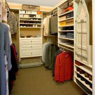 Example of a classic closet design in Nashville
