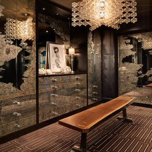 Idéer för en modern garderob, med flerfärgat golv