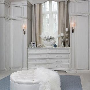 Idées déco pour un armoire et dressing contemporain.