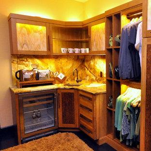 Ispirazione per una grande cabina armadio unisex contemporanea con ante in stile shaker, ante in legno scuro e parquet scuro
