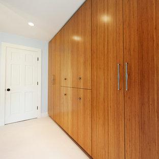 Foto de armario contemporáneo de tamaño medio