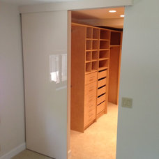 Contemporary Closet by Metro Door Aventura / Metro Door Brickell
