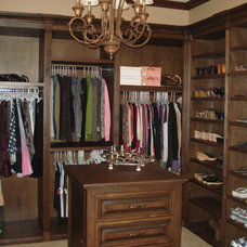Traditional Closet by Titan Valley Master Builders, Inc.