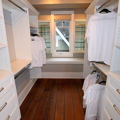 contemporary closet by Tavan Developments