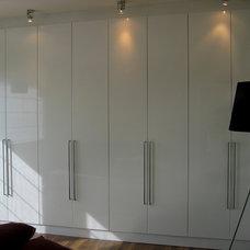 Modern Closet by Rabeeh Taweel