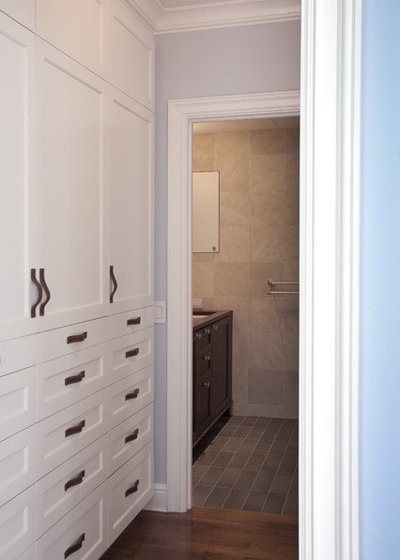 Traditional Closet by gne architecture
