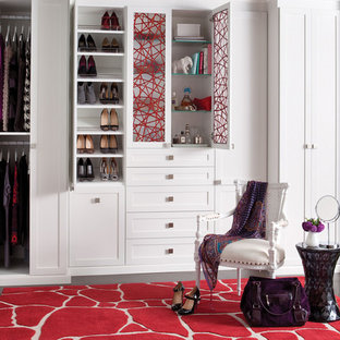 Foto de armario de mujer, ecléctico, grande, con armarios con paneles empotrados, puertas de armario blancas y suelo de madera oscura