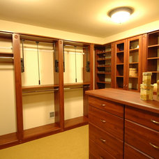 Traditional Closet by Barenz Builders