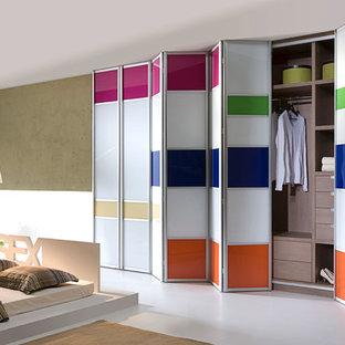 Imagen de armario y vestidor ecléctico grande