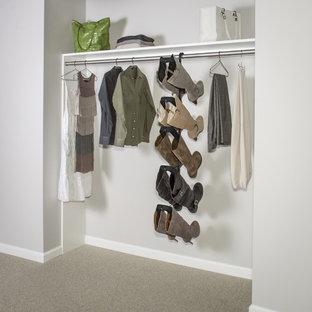 Foto de armario unisex, clásico, pequeño, con moqueta