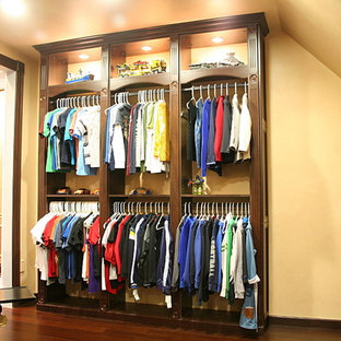 Example of a classic closet design in New York