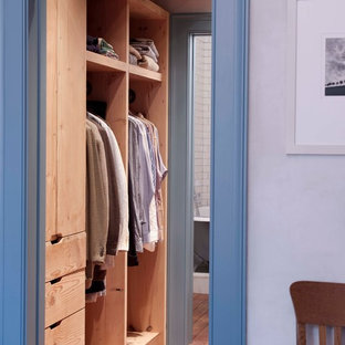 Inspiration for a transitional closet remodel in New York