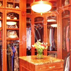 Traditional  by Kay Wade, Closet Factory