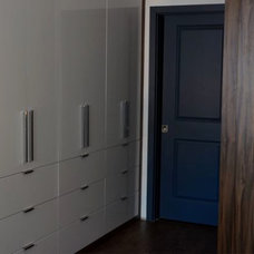 Modern Closet by CSR Cabinetry