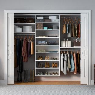 Diseño de armario unisex, contemporáneo, pequeño, con puertas de armario blancas
