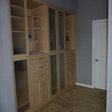 Contemporary Closet by Get Back JoJo