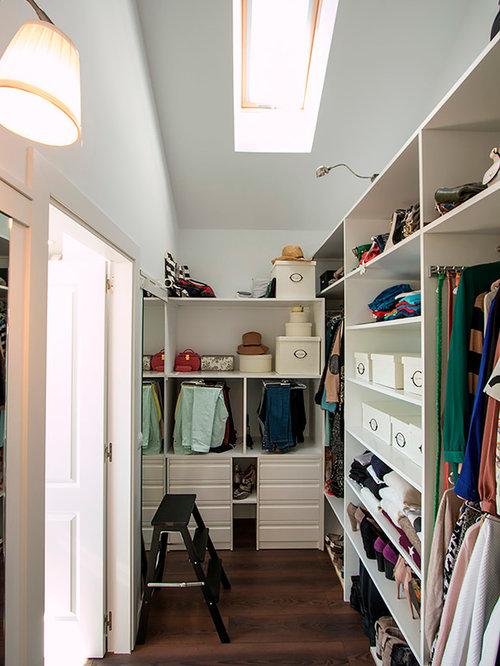 foto de armario vestidor unisex minimalista de tamao medio con armarios abiertos