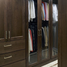 Closet by CDA Interior Design