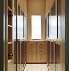 contemporary closet by Catherine Dolen & Associates