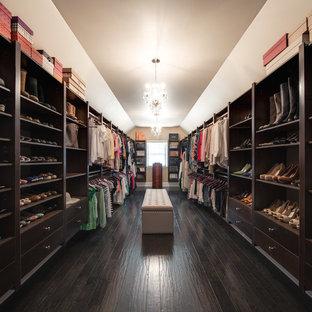 Ejemplo de armario vestidor de mujer, clásico, extra grande, con puertas de armario marrones y suelo de madera oscura