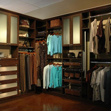 Contemporary Closet by The Closet Doctor