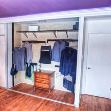 Contemporary Closet by dw.design by darleen wong