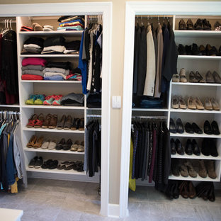 Foto de armario unisex, clásico renovado, de tamaño medio, con armarios abiertos, puertas de armario blancas y suelo de travertino