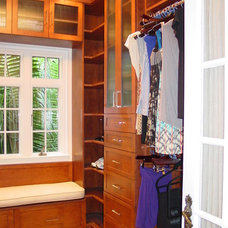 Contemporary Closet by Elias Benabib, Corp.