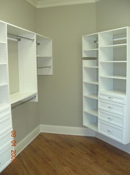 Closet by Grainda Builders, Inc.