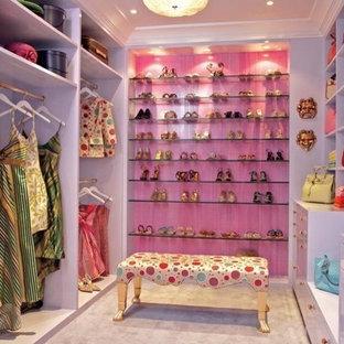 Klassisk inredning av en garderob