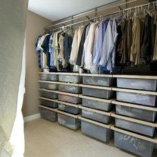 Modern Closet by JP&CO. Samantha Grose, Designer