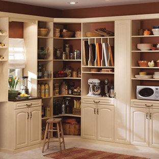 Ejemplo de armario vestidor unisex, mediterráneo, grande, con armarios con paneles con relieve, puertas de armario beige y suelo de baldosas de cerámica