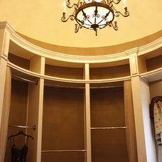 Traditional Closet by Grainda Builders, Inc.