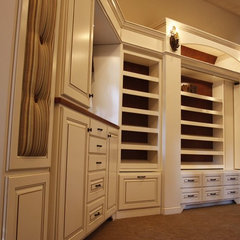 traditional closet by Grainda Builders, Inc.