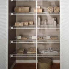 Modern Closet by Harkraft
