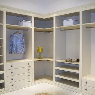 Cette photo montre un grand dressing chic pour une femme avec un placard sans porte, des portes de placard beiges et un sol en linoléum.