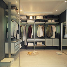 Contemporary Closet by Modu-Home LLC