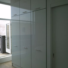 Modern Closet by Space Solutions.ca