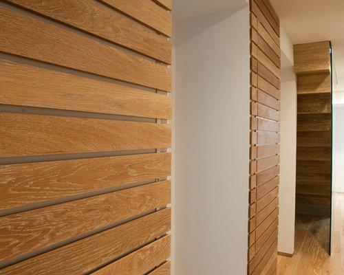 armoires et dressings avec un placard porte persienne et un sol en bois clair photos et. Black Bedroom Furniture Sets. Home Design Ideas